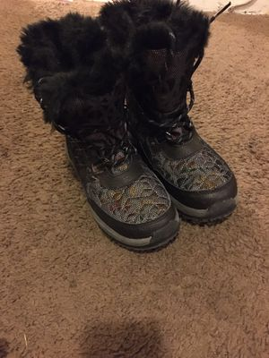 Bearpaw Girls size 3 youth snow boot $30 for Sale in Livonia, MI