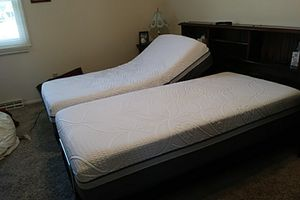 2 Sealy Posturepedic adjustable twin beds for Sale in Granger, IN