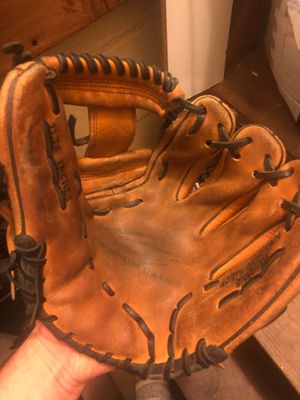 Ctg baseball glove for Sale in Bronx, NY