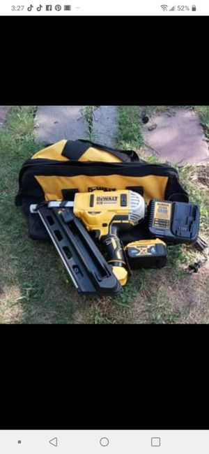 New 20v max 30° paper collated framing nailer tool only 280.00 for Sale in Warwick, RI