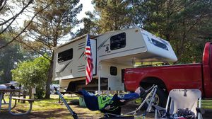 Arctic Fox 990 camper for Sale in Sumner, WA