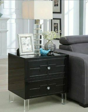 Nightstand / Side Table in High-gloss Black Finish for Sale in Diamond Bar, CA