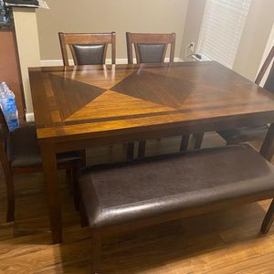 Dinner Table for Sale in Victoria, TX
