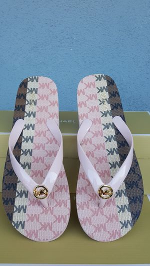 New Authentic Michael Kors Women's Flip Flops Size 8 ONLY for Sale in Montebello, CA