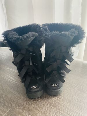BLACK UGGS SIZE 5 for Sale in Seattle, WA