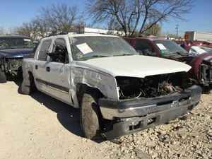 2004 Chevy Avalanche (PARTS ONLY) for Sale in Dallas, TX