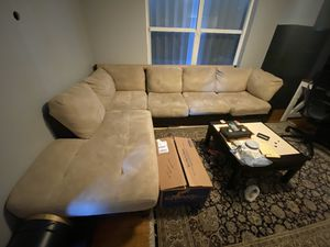 L-Shaped Couch with Pullout Bed for Sale in Miami, FL