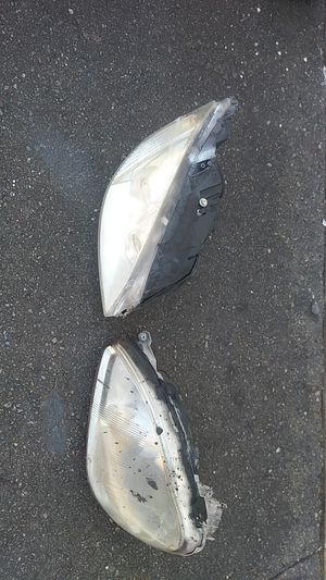 Local pickup only 2002 to 2006 Mercedes Benz S430 and S500 headlights parts only $75 each for Sale in Tacoma, WA