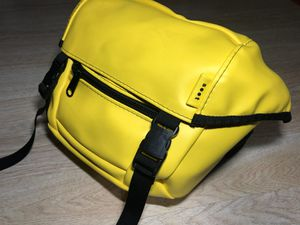 Soot Mini Messenger Rare Commuter Bag Yellow No Battery Included for Sale in San Leandro, CA