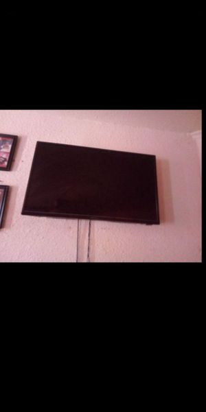 (read post) TV with wall mount and remote NOT A SMART TV for Sale in Fresno, CA