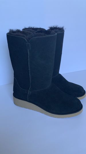Black warm boots by uggs for Sale in Oakley, CA