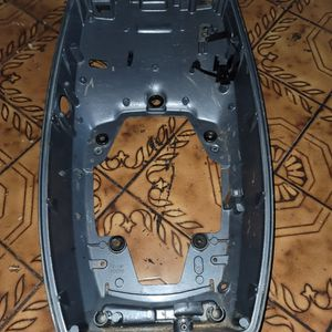 Yamaha 688-42711-04-4D COWLING, BOTTOM for Sale in Miami, FL