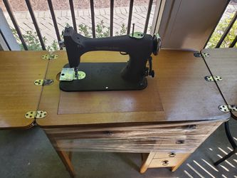 Antique Sewing Machine Great Condition Works for Sale in Odenton,  MD