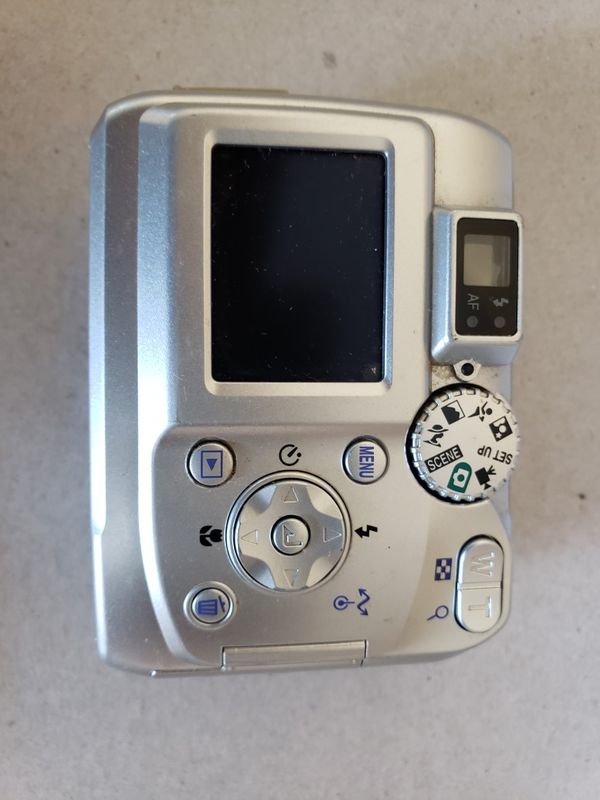 NIKON COOLPIX 3200 DIGITAL CAMERA, WORKING COMDITION, REQUIRED 2 AA BATTERY.