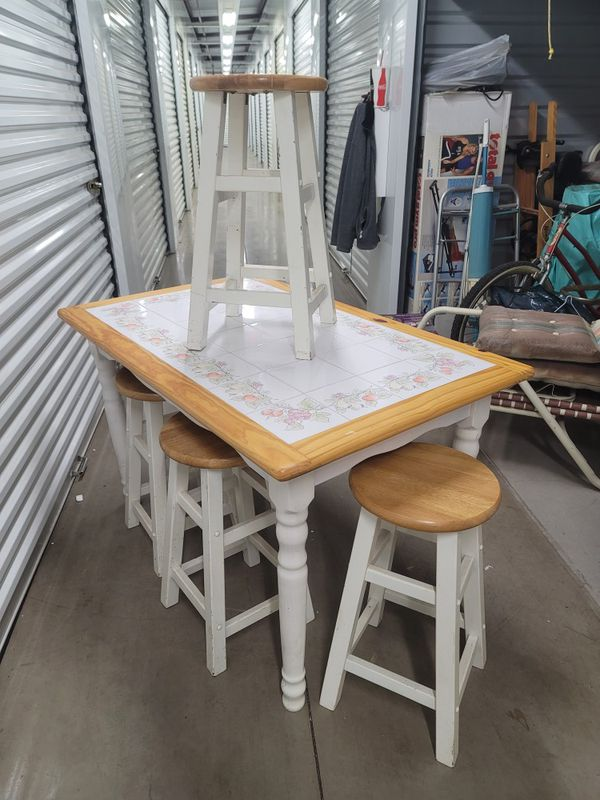 Small kitchen table with 4 barstools. Measurements in description.