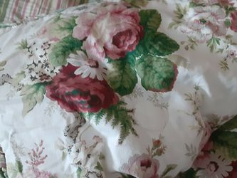Queen Comforter Cabagge Roses/ Stripes for Sale in Glen Ellyn,  IL
