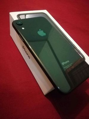 Iphone XR,, Factory Unlocked,, Excellent Condition. Almost New.. for Sale in Springfield, VA