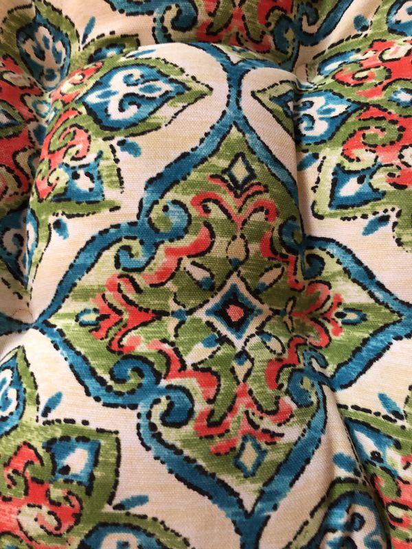 Indoor/outdoor cushions (new)