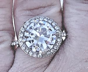 Large 5 carat round Engagement Ring for Sale in Elgin, IL