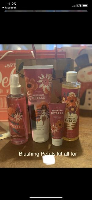Avon blushing petals kit ( great for a Christmas present) all for $20 for Sale in Randleman, NC