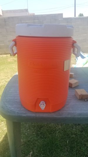 5 gallon Rubbermaid drinking water container cooler for Sale in Whittier, CA