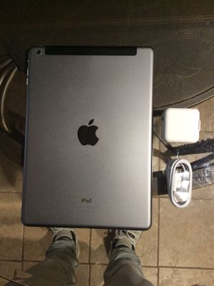iPad Air 1st Generation 16GB WiFi+Cellular for Sale in Brooklyn, NY