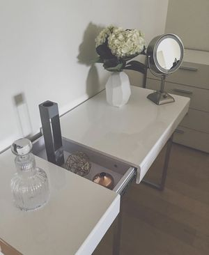 Modern white desk - great condition for Sale in New York, NY