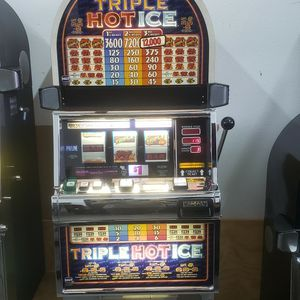 TRIPLE HOT ICE SLOT MACHINE for Sale in Odessa, FL