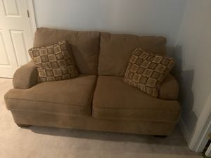 Brown love seat excellent condition for Sale in Vienna, VA