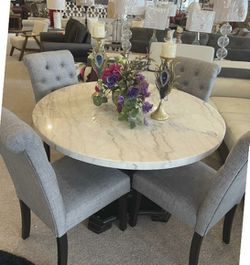White Marble Top Dining Table 48'' w/4 Chairs for Sale in Portland,  OR