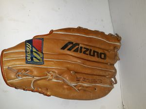 $50 Right hand throw leather baseball gloves for Sale in Ocala, FL