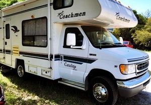 Perfect size to get 1997 Coachmen 195 RK for Sale in Renton, WA