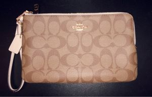 Coach Large Double Zip Wristlet F16109 for Sale in Silver Spring, MD
