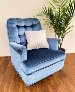 Vintage Mid Century Velvet Chair FREE DELIVERY for Sale in Buena Park,  CA