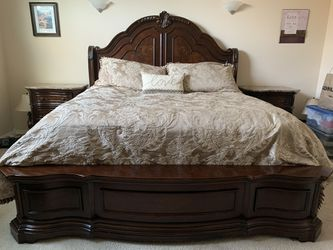 King Bedroom Set (4-piece) for Sale in Kent,  WA