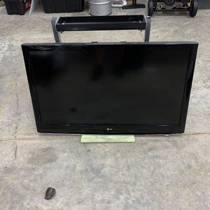 """42"""" LG Flat Screen for Sale in Elma, WA"""