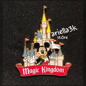 Walt Disney World Pin Magic Kingdom Vintage Souvenir Cinderella Castle Mickey. NEW for Sale in Kissimmee, FL