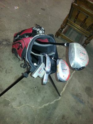 Kids golf clubs, full set with pop-up bag very nice set! for Sale in Bolingbrook, IL