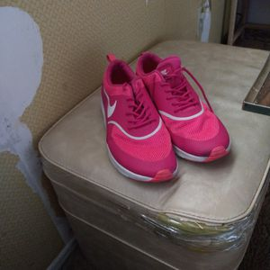 Nike Shoes Only Worn 2 Hours Too Narrow For Feett for Sale in Phoenix, AZ