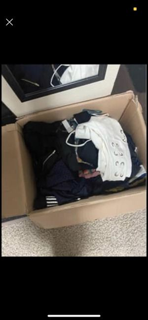 Large clothing box for Sale in Aurora, CO
