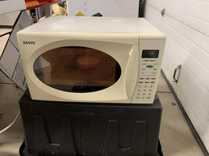 Sanyo 1000 watt micro wave in reasonably clean and fully functional condition for Sale in Meridian, ID