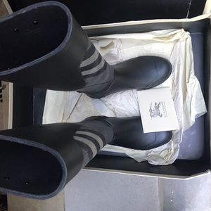 Women Burberry rain boots size 5 us for Sale in The Bronx, NY