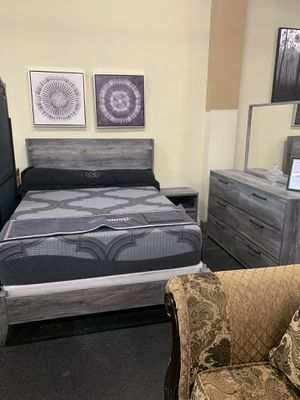 Queen bed room set on sale ( includes queen bed frame, dresser, mirror and 1 night stand) for Sale in Federal Way, WA