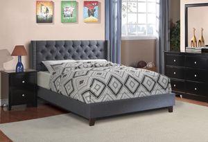 Grey upholstered queen platform bed 🎈🎈 for Sale in Fresno, CA