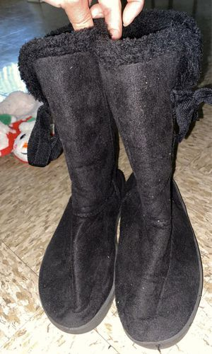 Girl Boots size medium for Sale in Avondale, AZ