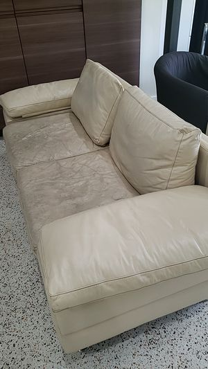 Leather Couch w 2 Ottomans for Sale in Miami, FL