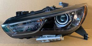2016 2017 2018 2019 2020 INFINITI QX60 FRONT LEFT DRIVER SIDE HEADLIGHT for Sale in Fort Lauderdale, FL