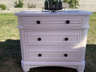 White Dresser - Solid Wood for Sale in Los Angeles,  CA