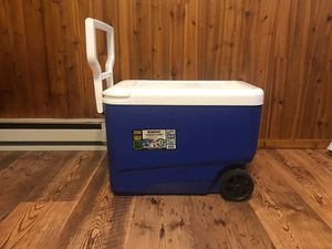 Igloo Wheeled Cooler for Sale in Cheshire, CT