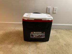 IGLOO Quantum Wheeled Cooler 28 Quart/26 Liter for Sale in Washington, DC